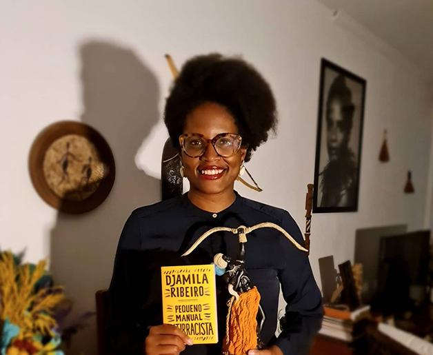 Djamila Ribeiro e seu livro Pequeno Manual Antirracista