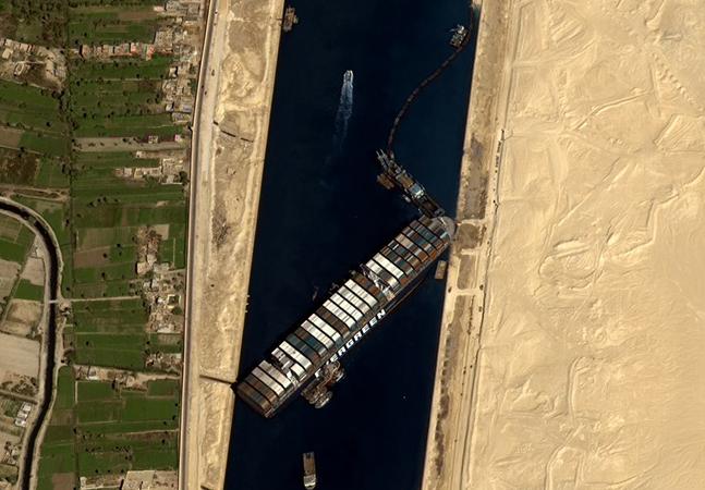 Canal de Suez responde por mais de 10% do comércio mundial atual, mas sua história tem 4 mil anos