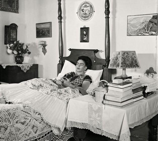 Frida em uma das últimas fotos tiradas com vida, no final dos anos 1940