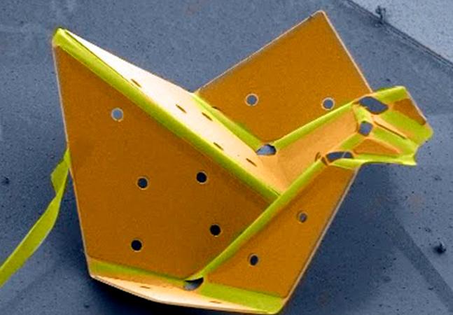 Micro robô forma o menor origami de pássaro do mundo com auxílio de nanotecnologia