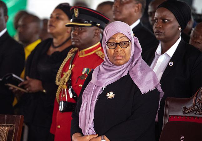 Tanzânia celebra 1ª mulher presidente após morte de governante negacionista
