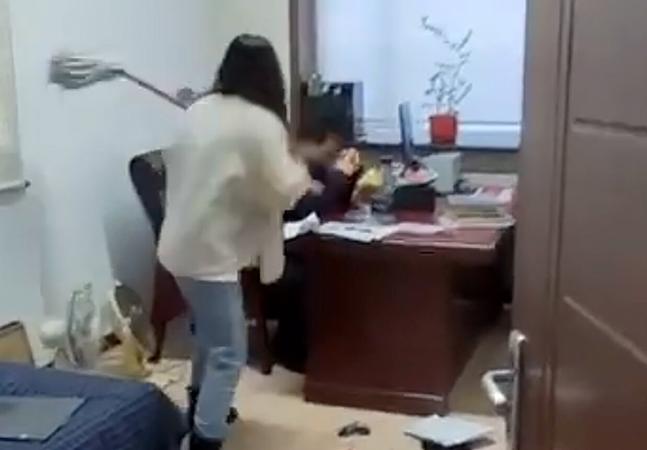 Vítima bate em chefe com esfregão após sofrer assédio sexual no trabalho