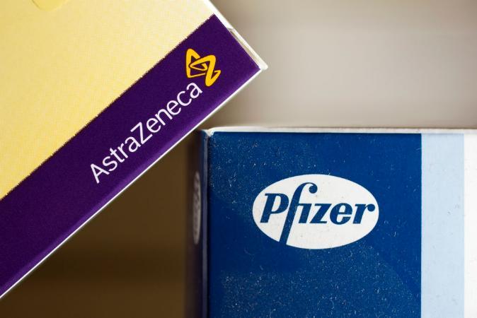 Vacina: 1 dose de AstraZeneca ou Pfizer cessa transmissão de covid pela metade, diz estudo