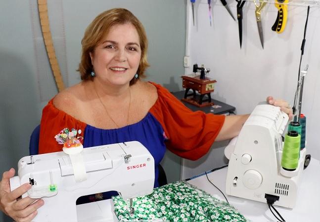 Aos 58, motorista de transporte escolar se reinventa, aprende costura e ganha prêmio na pandemia