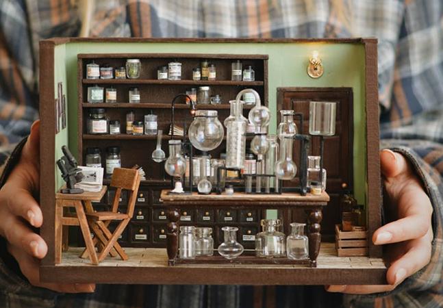 Esse incrível laboratório de química em miniatura tem todos os detalhes em escala minúscula