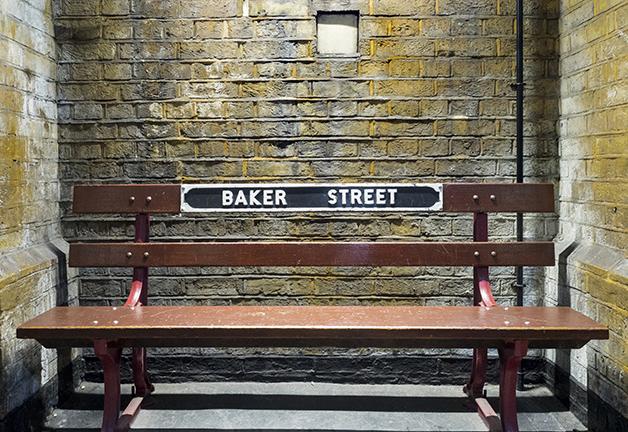 Banco original da estação de Baker Street, em Londres