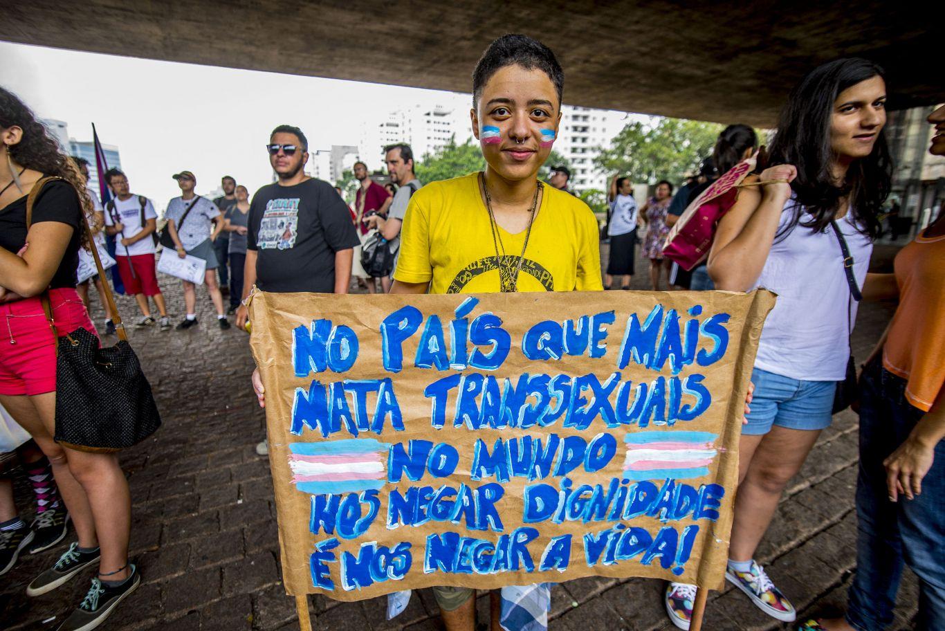 Trans protestando contra a morte de transexuais no Brasil