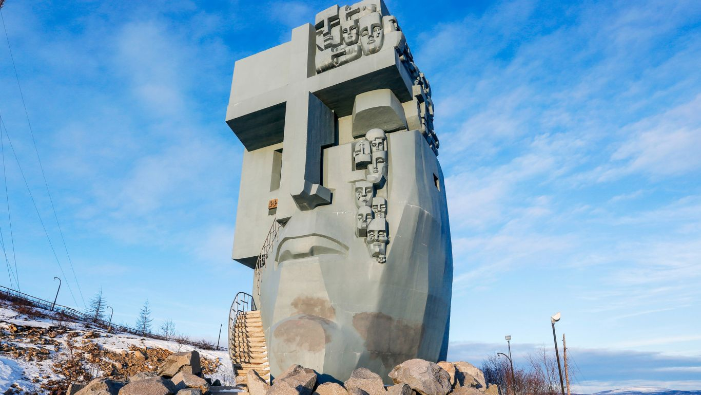 A Máscara do Remorso é um monumento localizado em uma colina perto de Magadan, na Rússia. Ele homenageia as centenas de milhares de prisioneiros que sofreram e morreram nos Gulags da região de Kolimá, na União Soviética, nos anos trinta e quarenta do século XX.