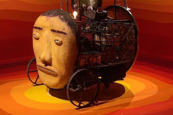 OsGemeos oferece tour virtual para exposição sucesso de público