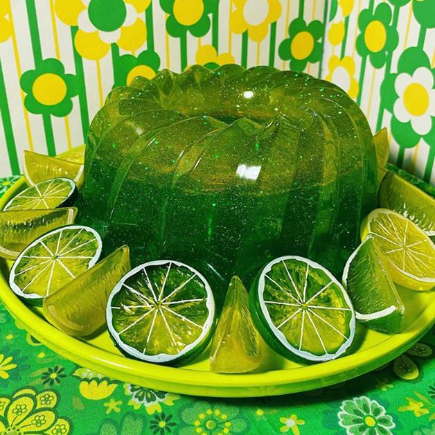 """Uma """"gelatina de limão"""" da coleção de luminárias de Elrod"""