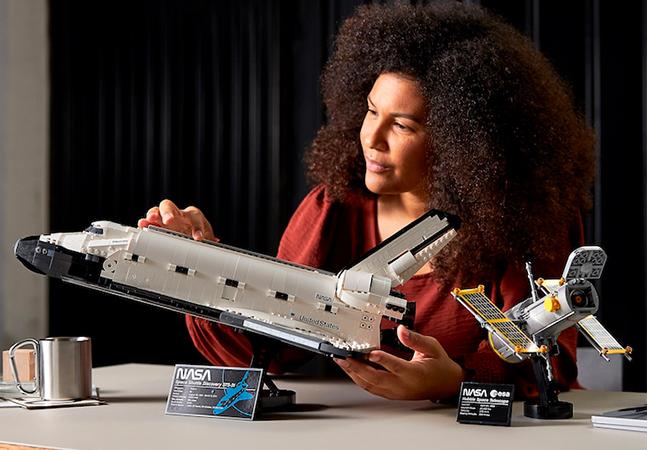 LEGO lança novo modelo do ônibus espacial Discovery, que vem com o telescópio Hubble
