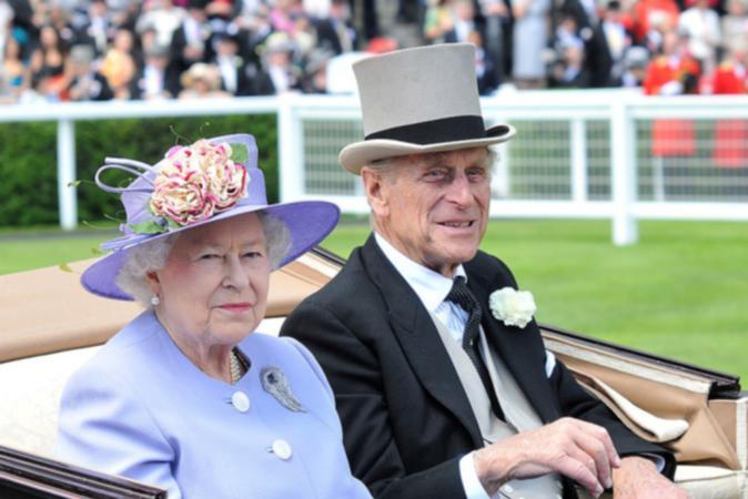 Príncipe Philip, morto aos 99 anos, nasceu na Grécia e abdicou de título real