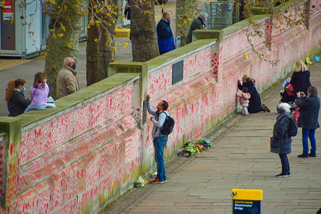 Memorial para os mortos pela Covid-19 em Londres