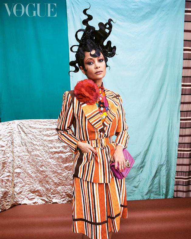 A atriz Thandiwe Newton em matéria da Vogue