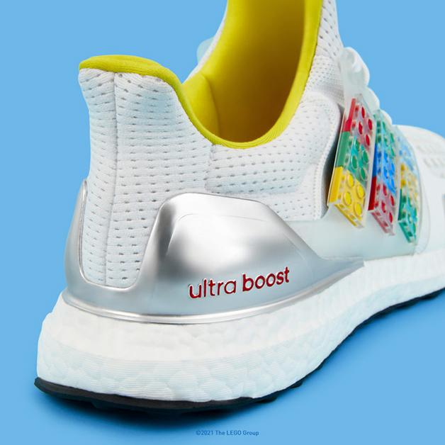 O Adidas UltraBoosts DNA X Lego