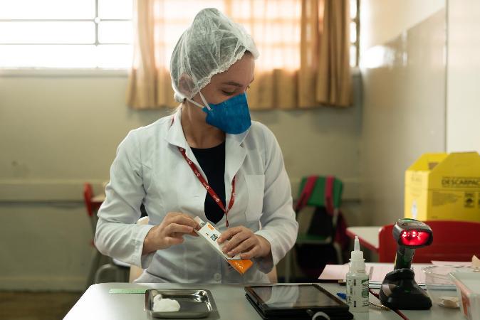 Serrana aposta em vacinação em massa e apresenta queda em casos graves de covid-19