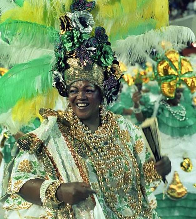 Dona Ivone Lara em desfile do Império Serrano