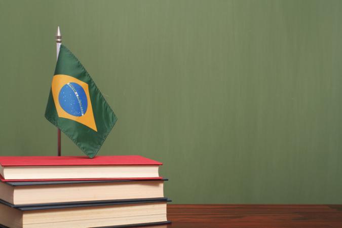 Receita afirma que 'só rico lê' e reforça preconceito de classe brasileiro