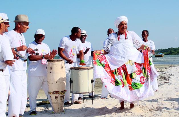 Dona Nicinha é fundadora do grupo Nicinha Raiz de Santo Amaro