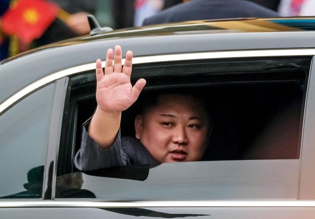 Coreia do Norte proíbe calça skinny, mullets e camisetas com logos por serem capitalistas