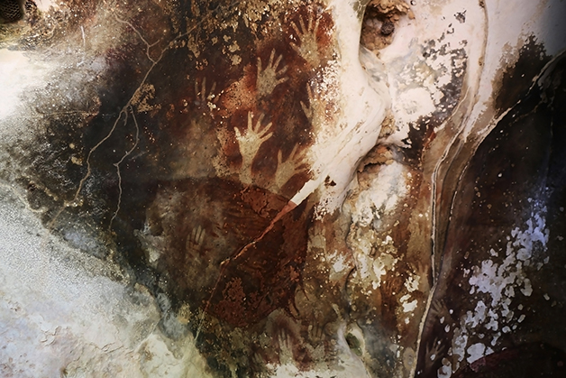 A pintura das mãos em Sulawesi
