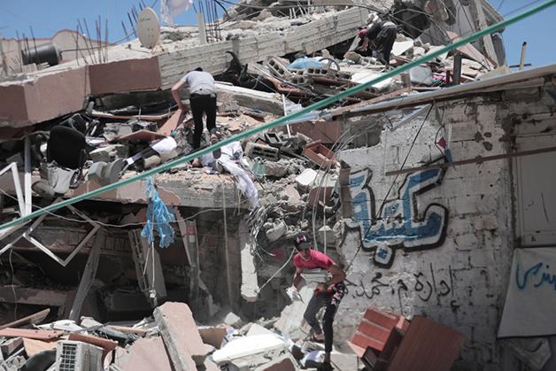 Prédio de 6 andares contendo centros de estudo e uma mesquita destruído recentemente em Gaza