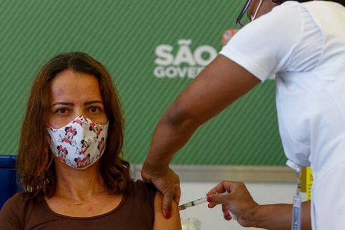 Covid: 16 mil pessoas foram imunizadas com doses de vacina trocadas no Brasil