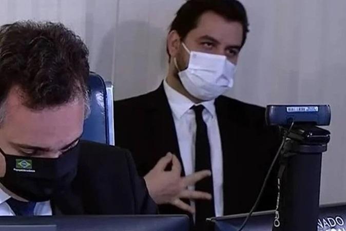 Assessor de Bolsonaro pode ser indiciado por gesto supremacista