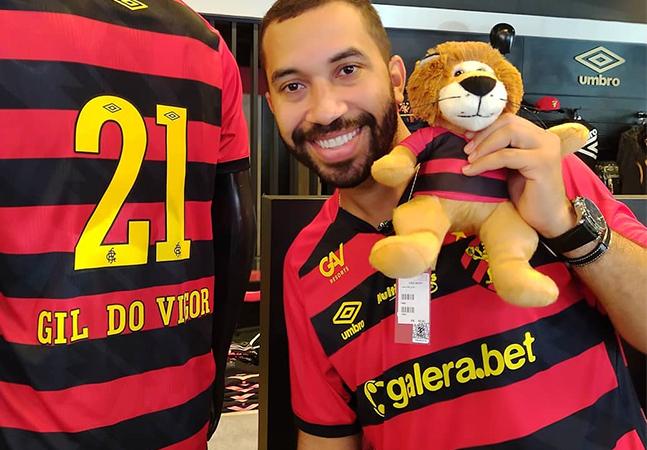 Gil do Vigor ganha camisa e homenagem do Sport após ataques homofóbicos