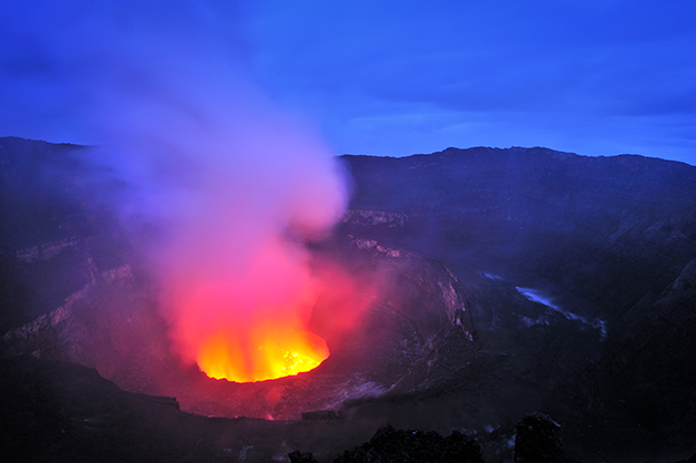 O vulcão Nyiragongo em erupção no Congo