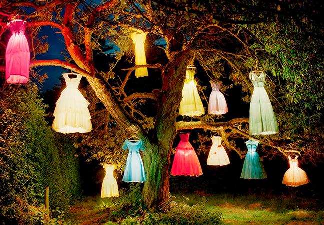 As árvores de Tim Walker transformando a fotografia fashion em imagens surreais