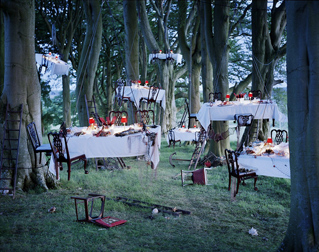 """After the floating dinner party"" (Depois do jantar flutuante, em tradução livre), de Tim Walker"