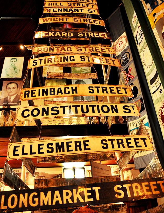 Placas das antigas ruas do bairro do District Six