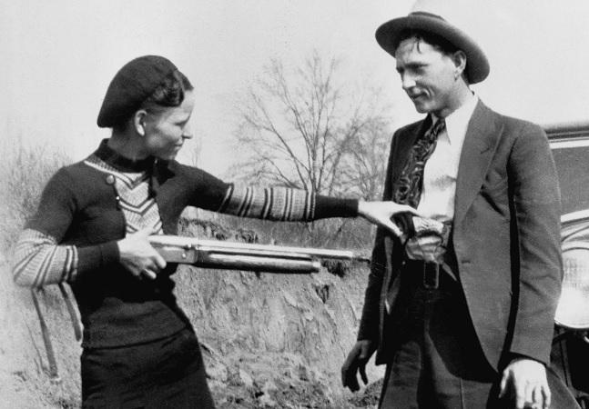 Bonnie & Clyde: 7 curiosidades do casal que teve carro destruído por tiros