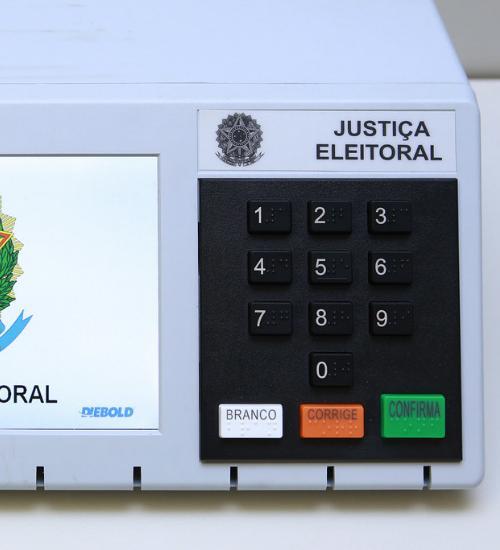 Voto impresso é ridicularizado em vídeo do TRE em defesa da urna eletrônica