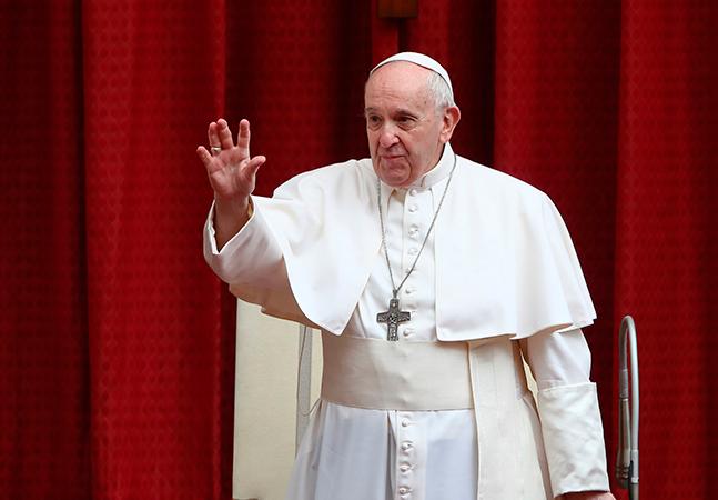 Papa Francisco brinca com pedido de reza pelo Brasil: 'Não tem salvação; muita cachaça e pouca oração'