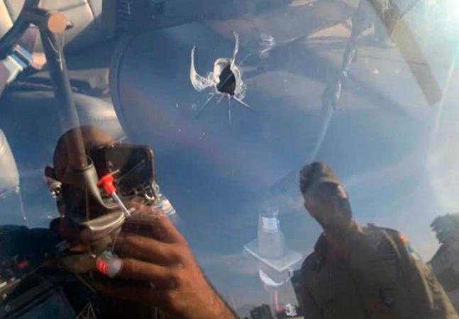 Helicóptero de TV é atingido por tiro e faz pouso de emergência no RJ