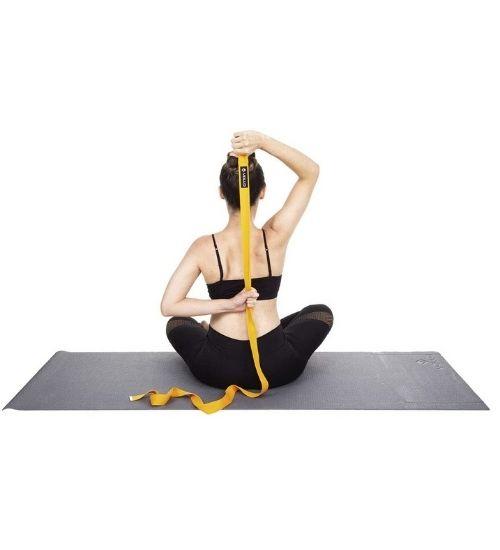 Os utensílios essenciais para Yoga
