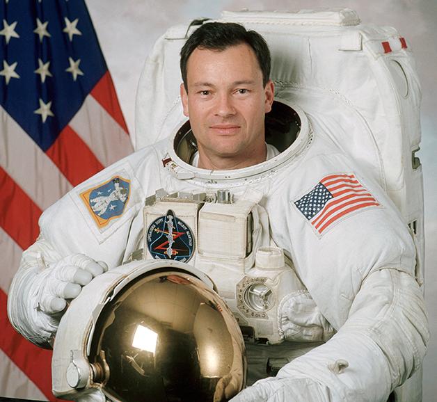 o comandante Michael López-Alegría