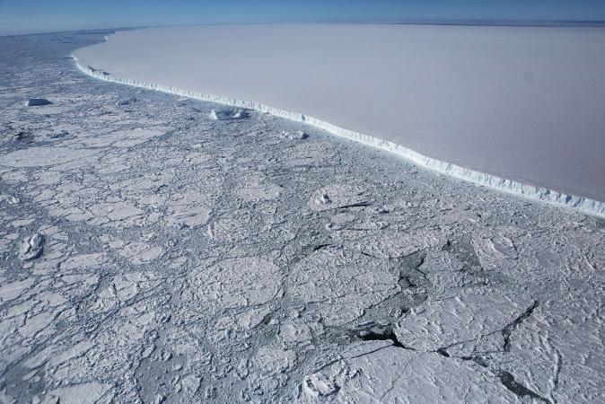 Iceberg com 3 vezes o tamanho de SP se separa na Antártica