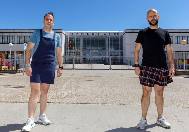 Professores homens usam saias para protestar contra a expulsão de aluno na Espanha