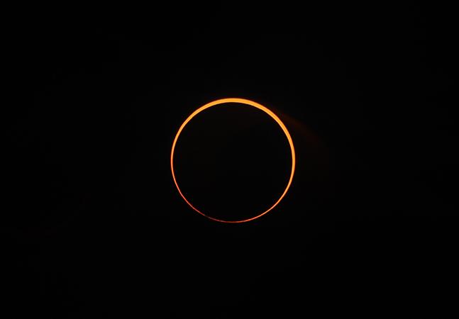 Eclipse solar que forma 'anel de fogo' no céu acontece na quinta