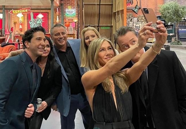 'Friends: The Reunion': elenco publica fotos inéditas dos bastidores do especial