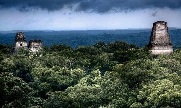 Ruínas do templo Maia de Tikal, na Guatemala