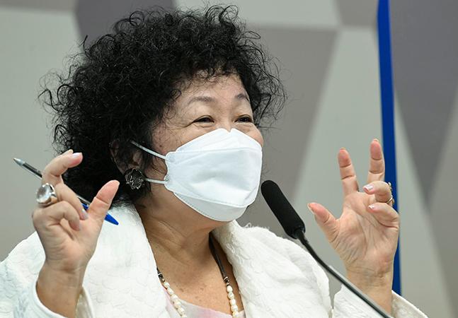 Médica antes cotada ao Ministério da Saúde se atrapalha em resposta na CPI sobre vírus e protozoário