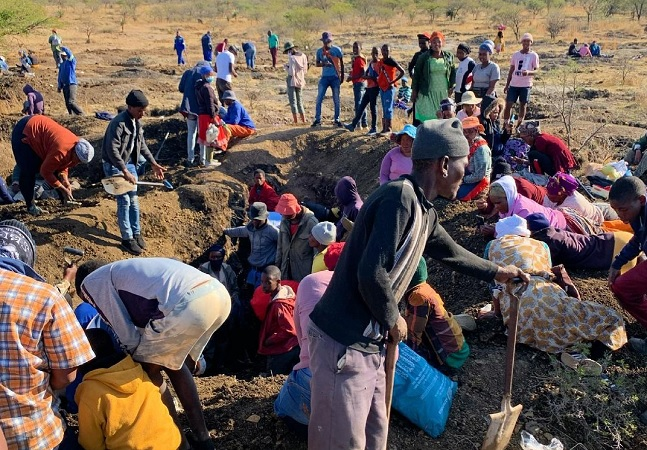 Diamantes que levaram milhares a vilarejo na África do Sul eram, na verdade, quartzos