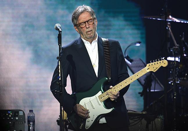 Eric Clapton insiste em discurso negacionista antivacina e diz ter perdido amigos por suas opiniões