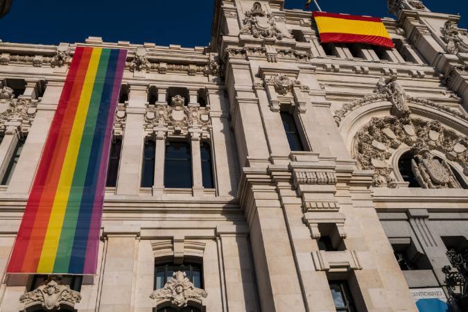 Avança na Espanha lei que autoriza mudança de nome e sexo em documentos