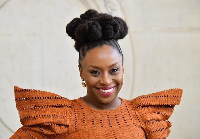 Chimamanda Adichie, entrevistada do 'Roda Viva', em 5 obras inspiradoras para o feminismo negro