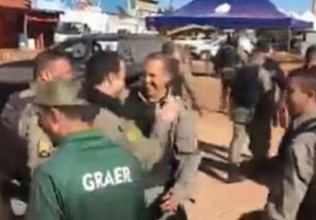 Lázaro está morto e vídeo de policiais celebrando causa incômodo nas redes